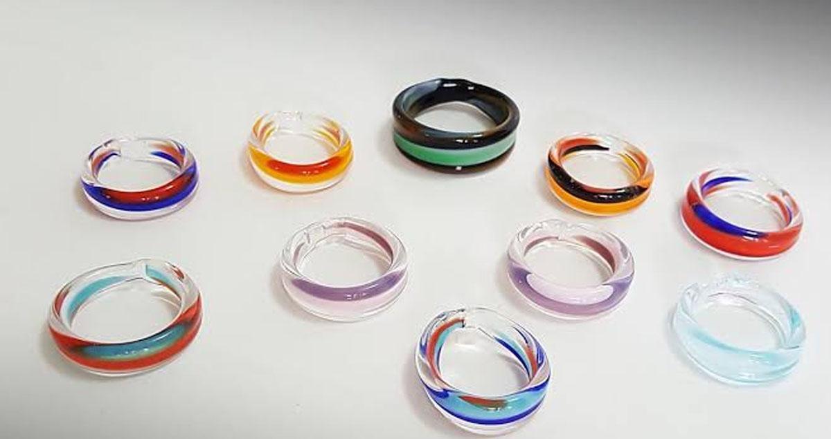 birbirinden farkli renkli cam yuzuk modelleri